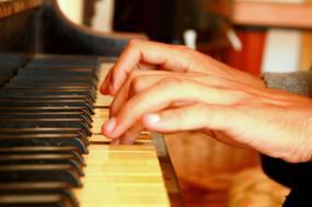 Bloco quer novo concurso para financiar o ensino especializado de música e dança