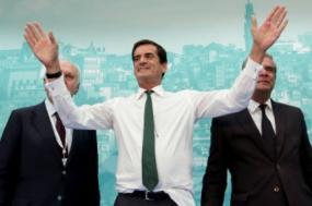 Despejos no Porto: Rui Moreira abandona AM sem ouvir moradoras e rejeita apoio às famílias