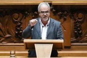"""José Manuel Pureza salienta que alteração à lei dos imigrantes """"respeita de uma forma mais forte os direitos humanos"""" - Foto Miguel A. Lopes/Lusa"""