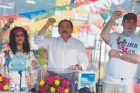 Rafael Solis na foto com o presidente Daniel  Ortega e a vice-presidente Murillo