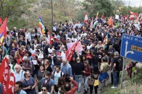 Milhares manifestam-se contra prisão de autarca italiano pró imigração