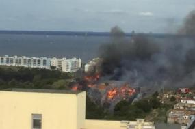 O incêndio deflagrou ontem à tarde nas imediações da Quinta do Mocho, entre as freguesias de Prior Velho e Sacavém e Camarate, Unhos e Apelação.