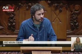 José Soeiro na apresentação do projeto lei na Assembleia da República