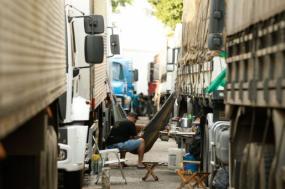 Camionista num bloqueio em Seropédica, estado do Rio de Janeiro – Foto de Tomaz Silva/Agência Brasil