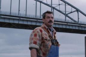 """""""Terra Franca"""" é a primeira longa metragem de Leonor Teles e retrata a vida de um pescador que vive numa comunidade piscatória à beira do Tejo"""