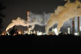 Exploração de grande jazida de gás natural em Lacq, perto de Pau, Pirenéus Atlânticos