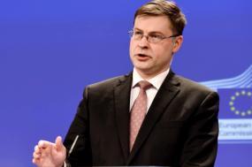 Em 2009, Valdis Dombrovskis, então primeiro-ministro e atual comissário europeu da economia e do euro, cortou todos os salários na Letónia em 25% em 2009. Nas eleições de 2018, o seu partido (Unidade) perdeu quase 70% do seu eleitorado