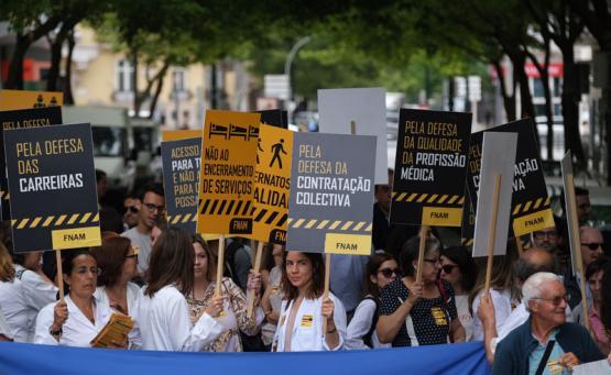 médicos em manifestação