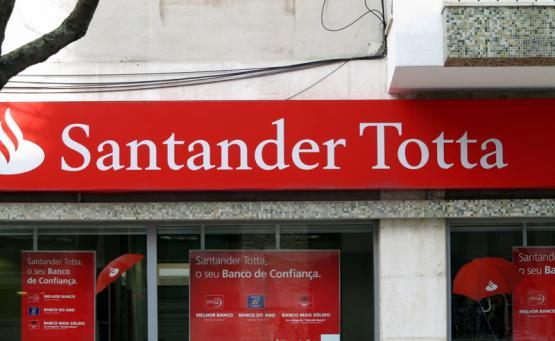 Banco Santander Tota. Foto de Paulete Matos.