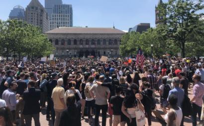 Protesto de trabalhadores da Wayfair em Boston.