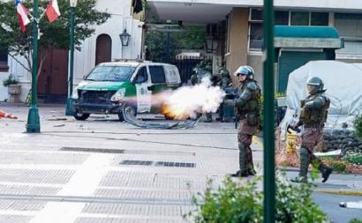 Forças Especiais da Polícia disparam sobre os manifestantes, Plaza de los Héroes de Rancagua, 20 outubro 2019. Cc Wikipedia
