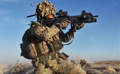 Soldado britânico no Afeganistão. Foto de Defense Images/Flickr.