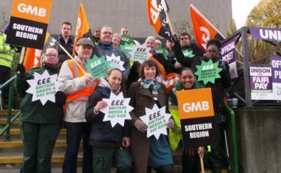 Trabalhadores britânicos em luta por melhores salários. Fonte TUC/facebook.