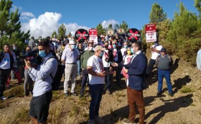 Protesto contra a mina de lítio a céu aberto em Montalegre. Foto de Montalegre Com Vida/Facebook.