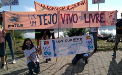 Faixas em defesa do rio Tejo. Foto da ProTejo/Facebook.