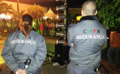 Seguranças da empresa COPS.