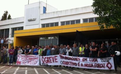 Trabalhadores em manifestação em frente à Renault Cacia. Maio de 2015.