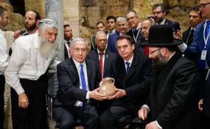Benjamin Netanyahu e Jair Bolsonaro em visita ao Muro das Lamentações, 1 de Abril de 2019. Foto Palácio do Planalto/Flickr.
