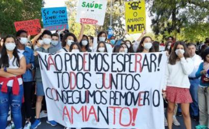 Manifestação de estudantes e encarregados de educação contra o amianto nas escolas em outubro de 2019.