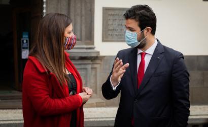 Marisa Matias com Miguel Gouveia, presidente da Câmara do Funchal.