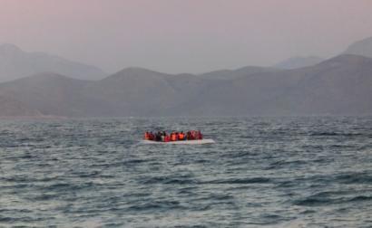 Barco com migrantes no Mediterrâneo. 2015. International Federation of Red Cross and Red Crescent/Flickr.