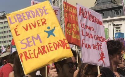 Milhares de pessoas desceram a Avenida da Liberdade em celebração do 25 de Abril.