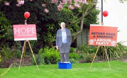 Cartazes de apoio a Corbyn. Foto de Tim Dennell/Flickr.