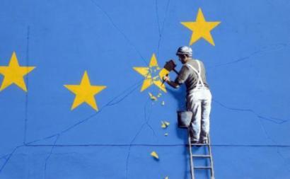 Detalhe do mural de Banksy sobre o Brexit.