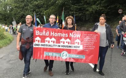 Manifestação pelo direito à habitação na Irlanda. Agosto de 2018.