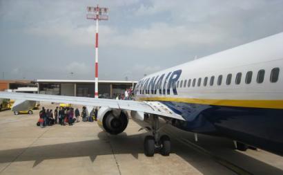 Avião da Ryanair no Aeroporto de Faro em 2010.