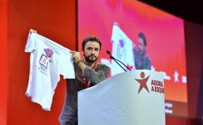 José Soeiro com a t-shirt da Associação Nacional Cuidadores Informais