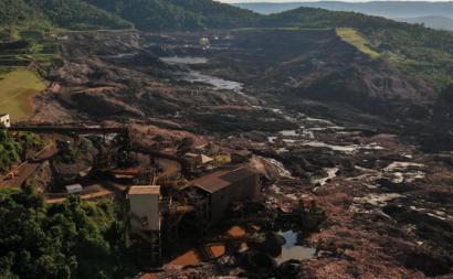Catástrofe socioambiental provocada pela rutura da barragem da mineradora Vale em Brumadinho. Foto de Ibama, flickr.