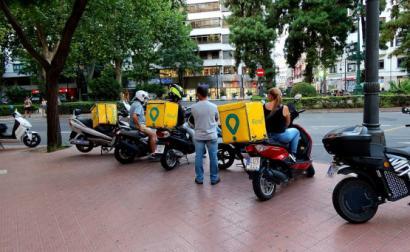 Trabalhadores da Glovo em Valência. Foto de FaceMePLS/Flickr.