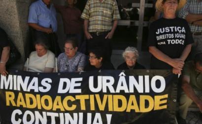 Ação sobre radioatividade das antigas minas de urânio. Foto de ATMU/Facebook.