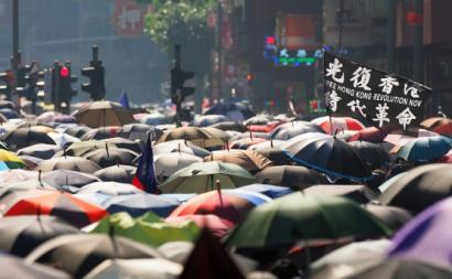 Protesto em Hong Kong em outubro de 2019. Foto de Etan Liam/Flickr.
