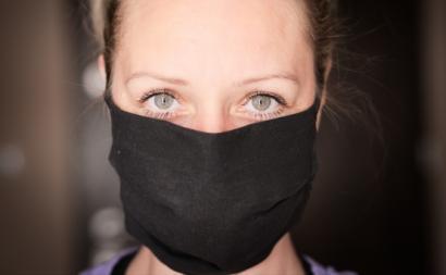 mulher máscara covid-19