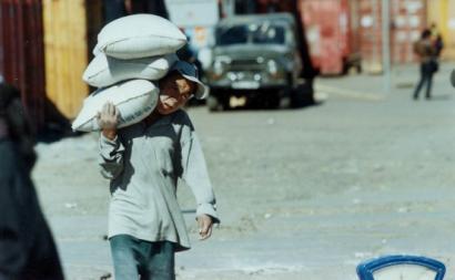 Trabalho infantil na Mongólia. Foto de ILO Asia-Pacific/Flickr.