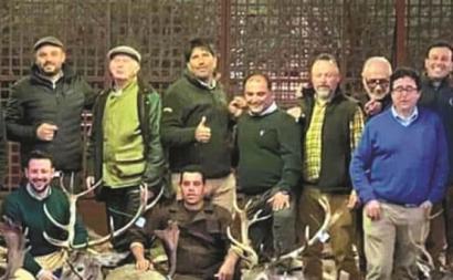 Foto publicada nas redes sociais dos caçadores responsáveis pelo abate de 540 animais na Torre Bela.