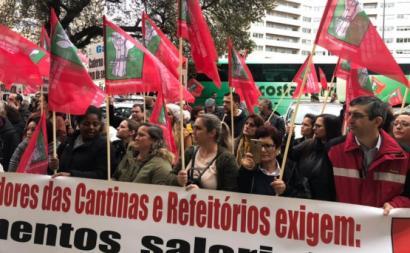 Trabalhadores das cantinas em protesto em 2019. Foto da FESAHT/Facebook.