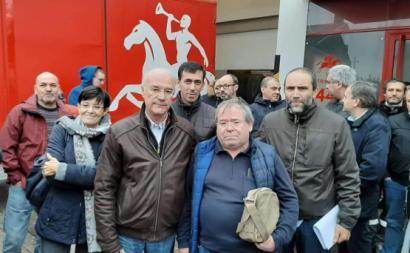 António Neto Cunha, trabalhador dos CTT despedido, junto com Arménio Carlos da CGTP e Paulo Silva do SNTCT.