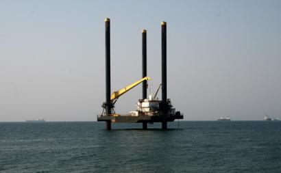 Plataforma petrolífera ao largo de Luanda.