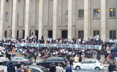 Manifestação em frente ao Tribunal da Relação do Porto