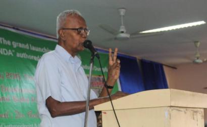 Stan Swamy, acusado de terrorismo, tem defendido os direitos das comunidades excluídas da Índia contra as grandes empresas de mineração.