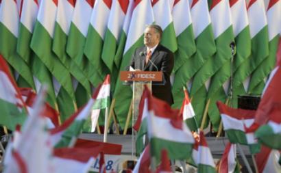 """Nas eleições de abril de 2018, Viktor Orbán, o Fidesz e os democrata-cristãos do KDNP (atualmente, um mero """"apêndice"""" do primeiro) voltaram a ser os grandes vencedores, obtendo 49,3% dos votos nas listas nacionais, contra 44,9% há quatro anos"""