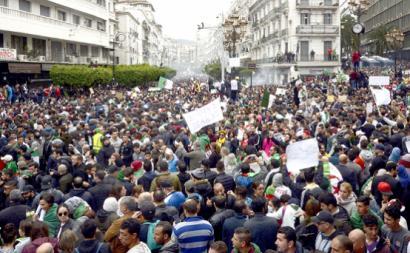 Milhões de pessoas manifestaram-se por toda a Argélia, opondo-se à tentativa de impor o quinto mandato de Bouteflika, como um facto consumado