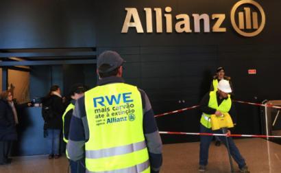 Ativistas do Climáximo fizeram ação de denúncia da seguradora Allianz, por promover o colapso climático – Foto do Climáximo