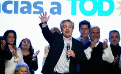 Alberto Fernandez na concentração do Frente por Todos após vitória nas primárias, Buenos Aires, 11 de agosto de 2019. Foto: Enrique Garcia Medina/EPA/Lusa.
