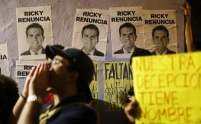 População exige a renúncia do governador Ricky, após ter rebentado o escândalo das mensagens de um tom profundamente misógino e homofóbico, enviadas pelo governador Rossello e por vários homens políticos próximos dele