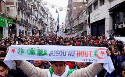 """Manifestante em Argel afirma: """"Iremos até o fim"""""""
