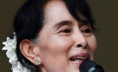Aung San Suu Kyi em 2012, quando recebeu o prémio Novel da Paz. Foto de Barbara Walton/EPA.